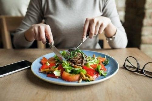 Manger 5 fois par jour pour augmenter la masse musculaire.