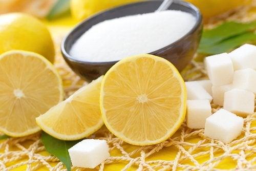 Gommage au sucre et au citron pour les peaux sèches