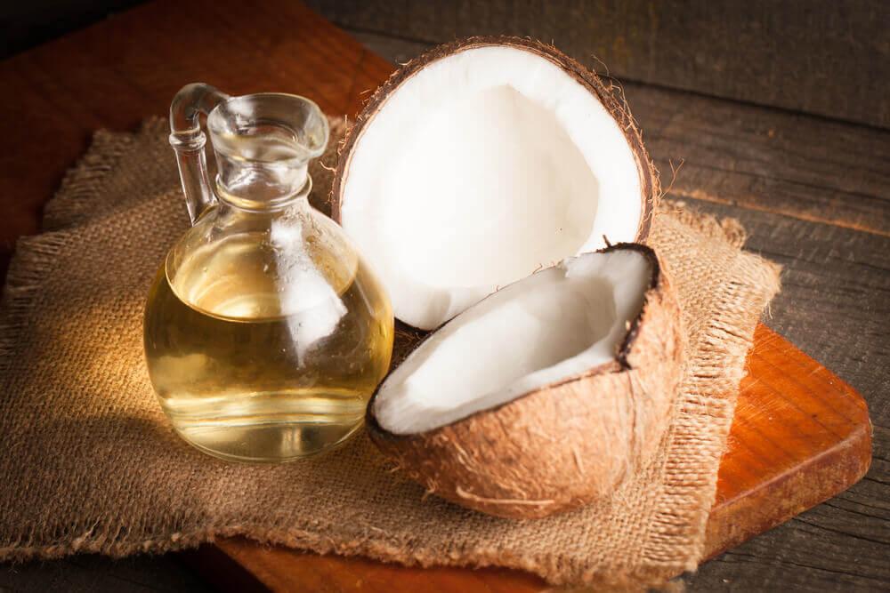 Huile de coco pour la peau sèche.