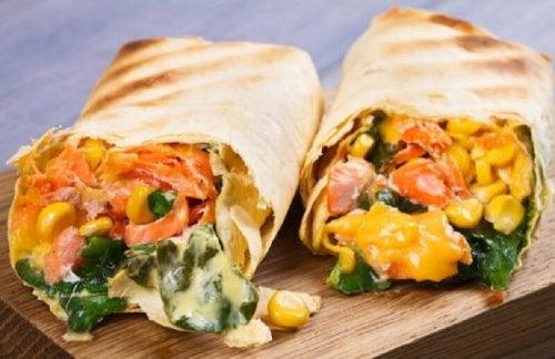 Burritos de maïs doux et de légumes.