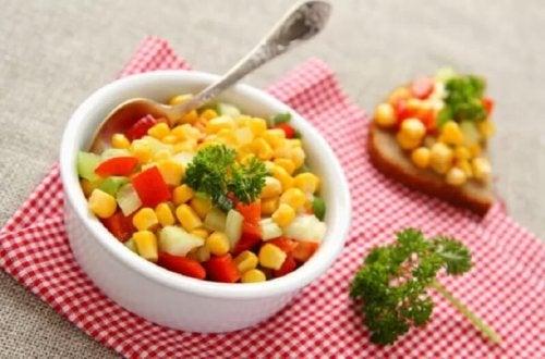 Salade printanière au maïs doux.