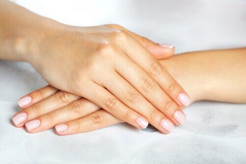 les ongles cassants