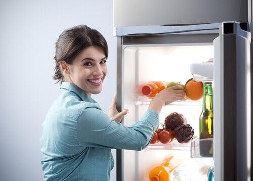 Organiser le réfrigérateur et les placards