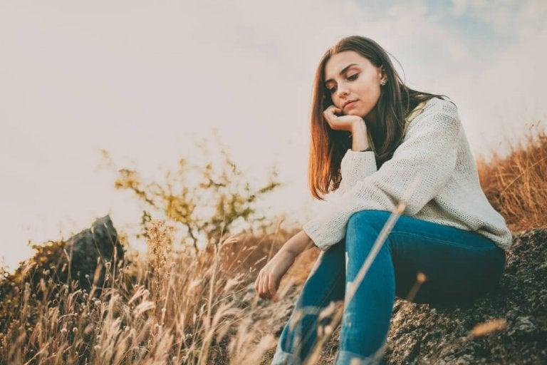 Peut-on surmonter la tristesse avec de la nourriture et des remèdes naturels ?
