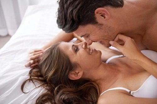 Comment stimuler les seins d'une femme ?