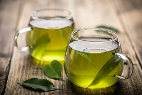 Tasses de thé vert