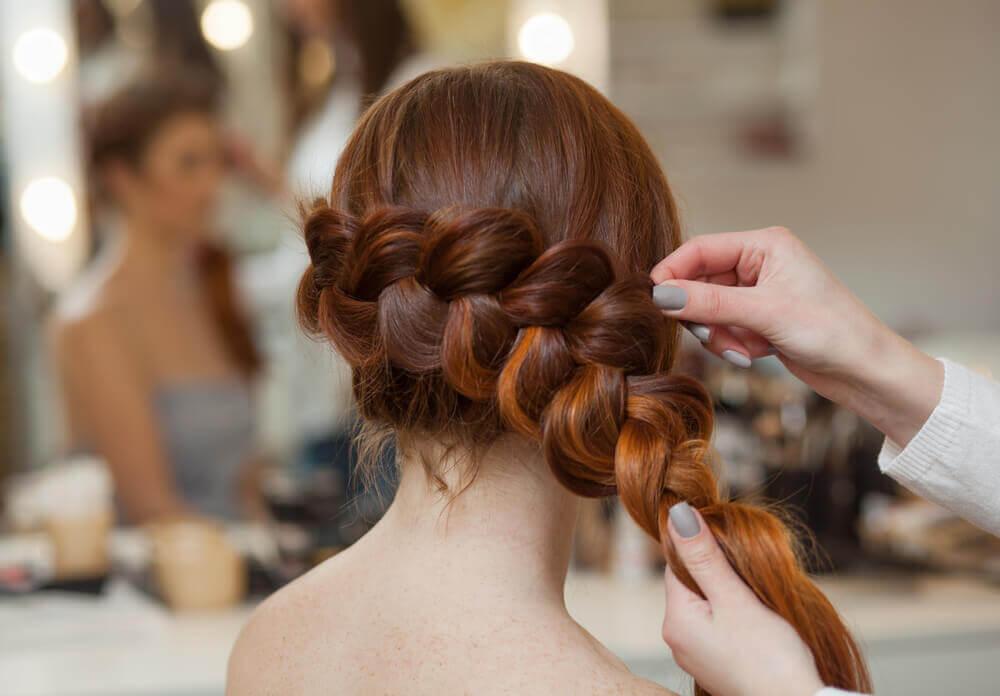3 coiffures faciles avec des tresses