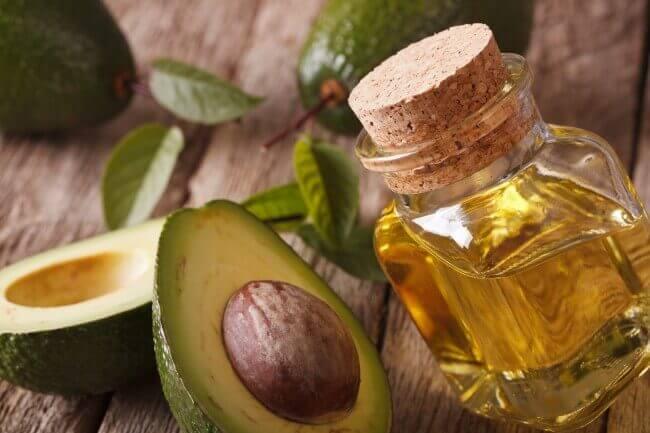 Traitement au noyau d'avocat et à l'huile d'olive