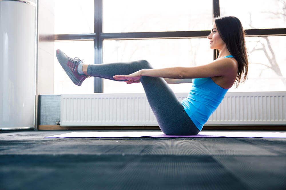 travailler la zone abdominale avec 6 exercices de base : abdos en v