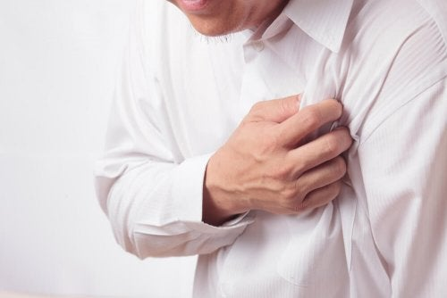 l'angine de poitrine peut provoquer des douleur aux aisselles