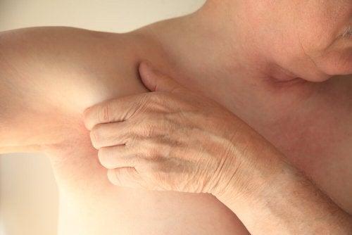 le froissement musculaire peut provoquer des douleur aux aisselles