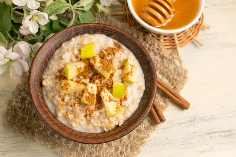Le petit déjeuner à l'avoine est bon pour accélérer le métabolisme.