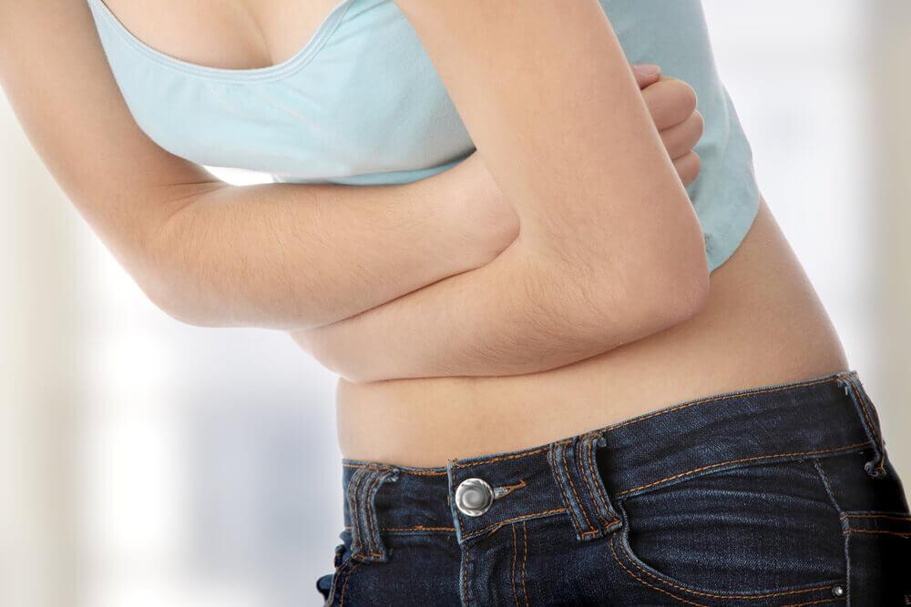 femme ayant des parasites intestinaux