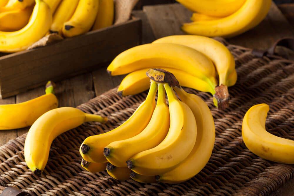 La teneur en fibres de la banane aide à aller à la selle.