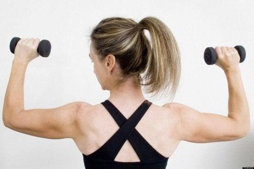 presse à épaules pour renforcer les bras