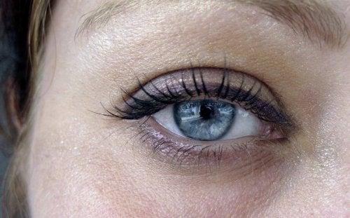 symptômes des poches sous les yeux