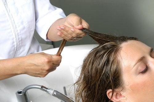 masser le cuir chevelu pour augmenter le volume des cheveux