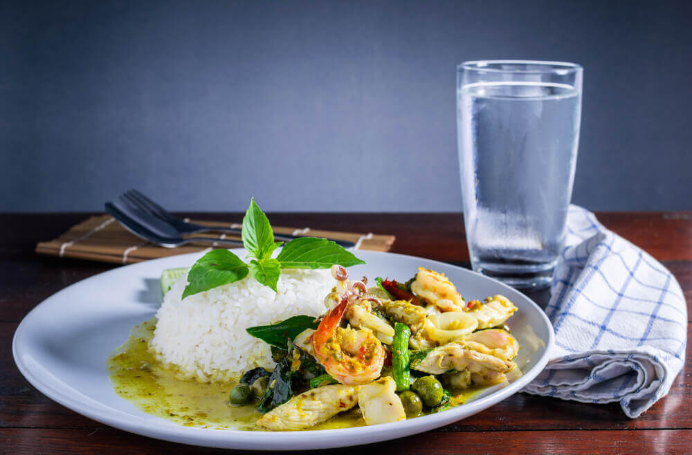 bonnes combinaisons d'aliments : ne pas boire d'eau pendant le repas
