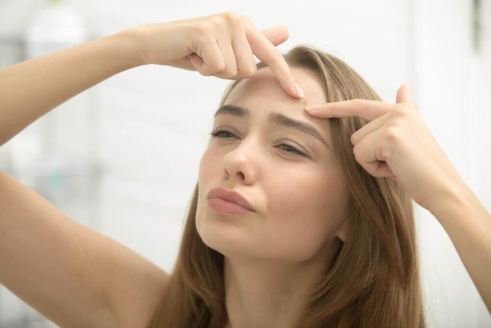 L'acné est une des réactions du corps après une séparation