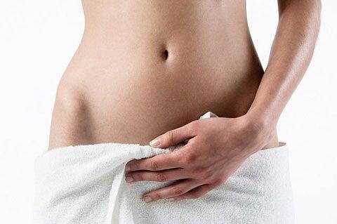 Femme en serviette de bain