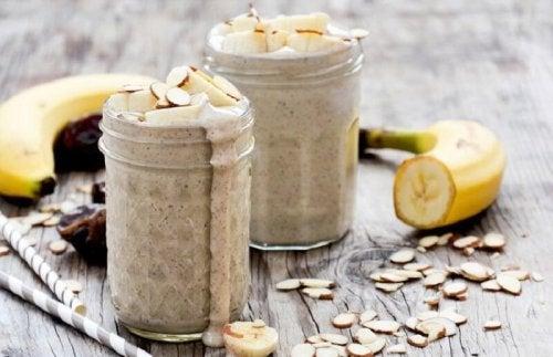 jus d'amandes, de banane et d'eau de coco pour combattre le stress naturellement