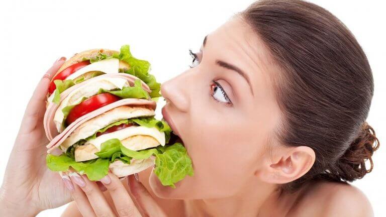 Trop manger, cause de faim.