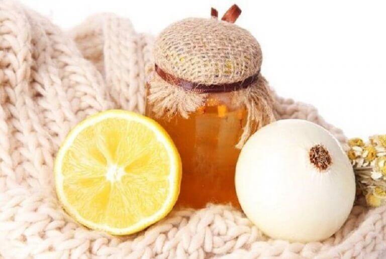 préparation médicinale avec de l'oignon et du miel
