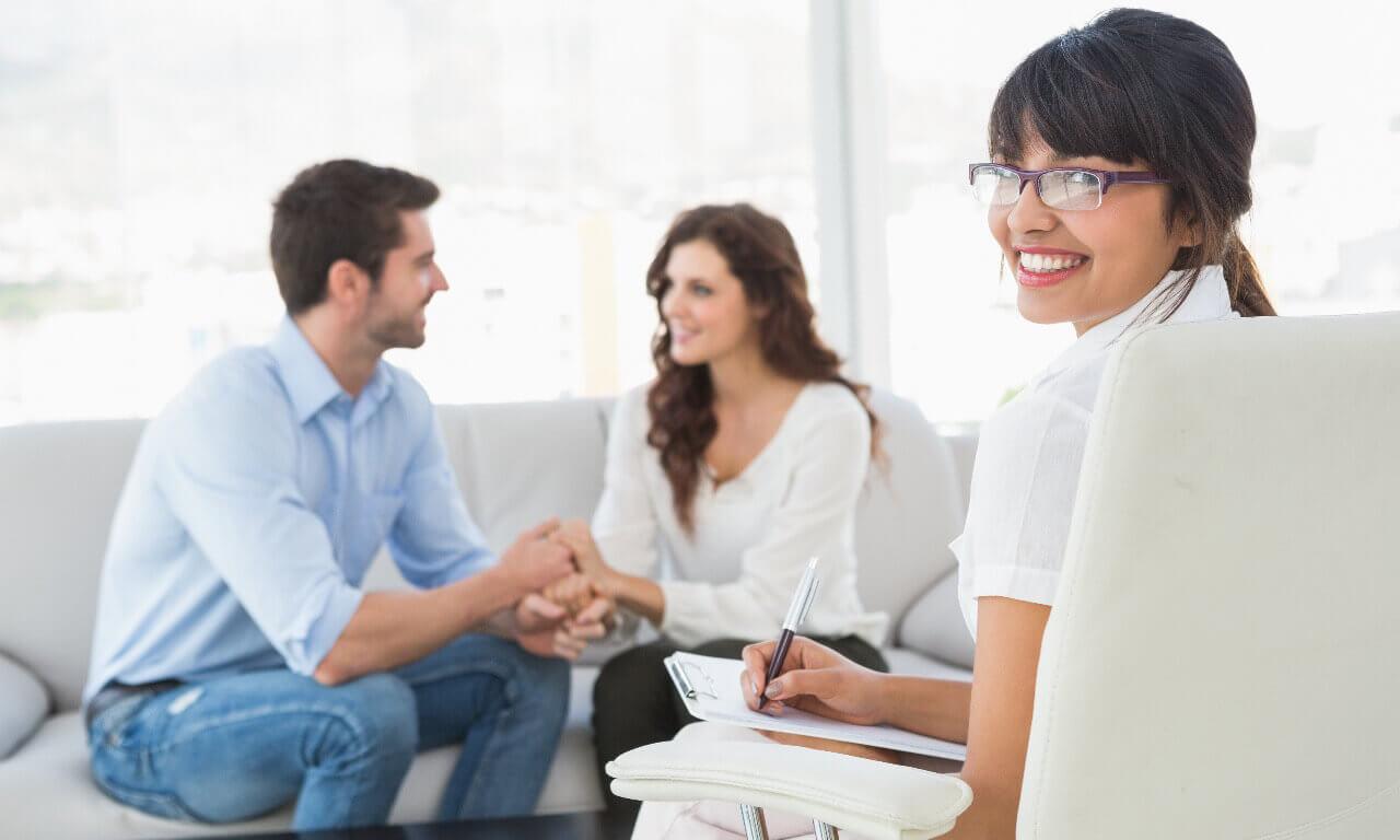 les couples qui survivent à une infidélité consultent un professionnel
