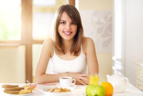 """Prendre un bon petit-déjeuner pour perdre du poids """"sans souffrir""""."""