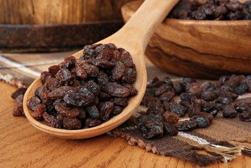 Les raisins secs pour favoriser le transit intestinal.