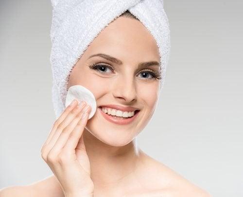 traiter les impuretés de votre peau pour avoir un visage parfait