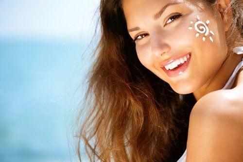 protection solaire quotidienne pour obtenir un visage parfait