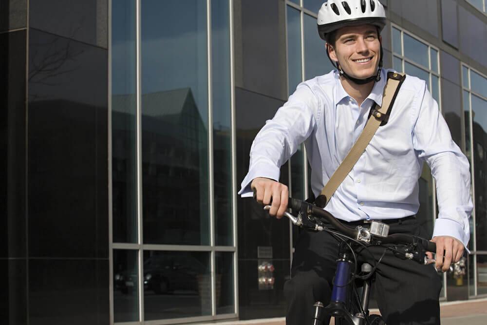 employé à vélo