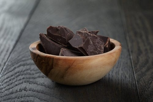 Le chocolat noir contient desflavonoïdes.