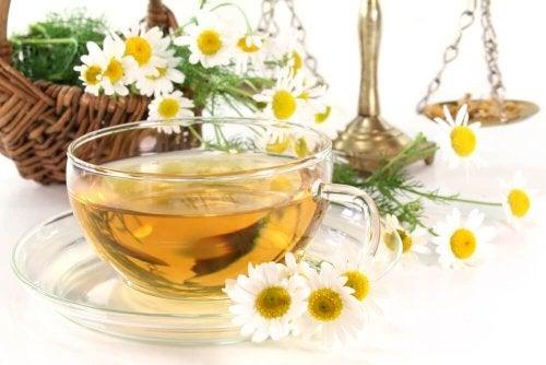 Le thé à la camomille aide à arrêter la diarrhée