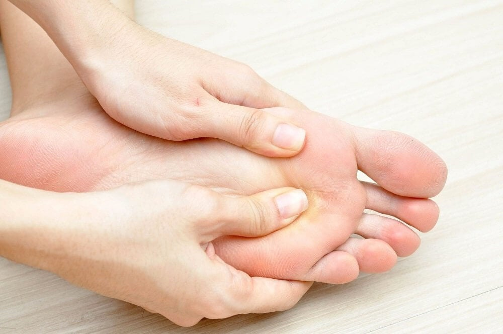 douleurs dues au gonflement des pieds