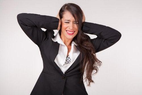 Définition et causes des bourdonnements dans les oreilles