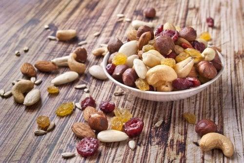 Fruits secs : contributions à une alimentation saine