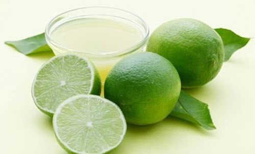 Le jus de citron contre l'infection des ongles.