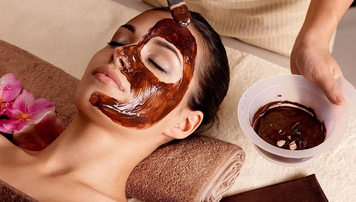Masque chocolat pour les peaux sèches.