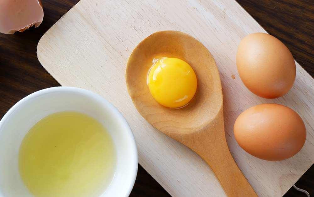 Masque au lait en poudre et au blanc d'œuf pour les peaux sèches.