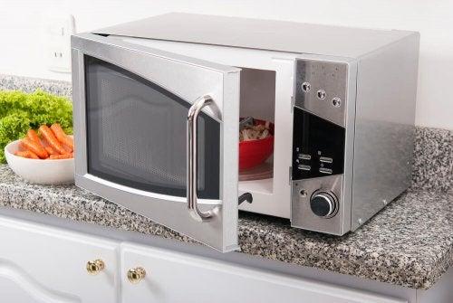 Est-il sain de cuisiner au micro-ondes ?