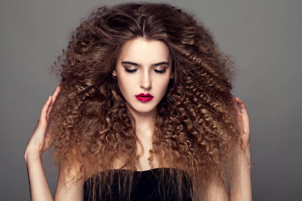 cheveux bouclés au naturel