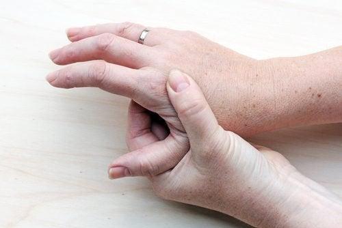 les néoplasmes peuvent être un des premiers symptômes du cancer