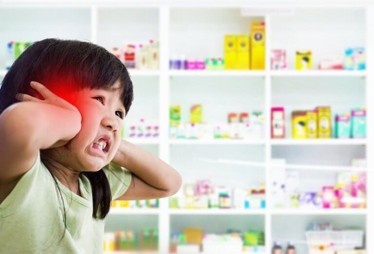 petite fille ayant mal à la tête