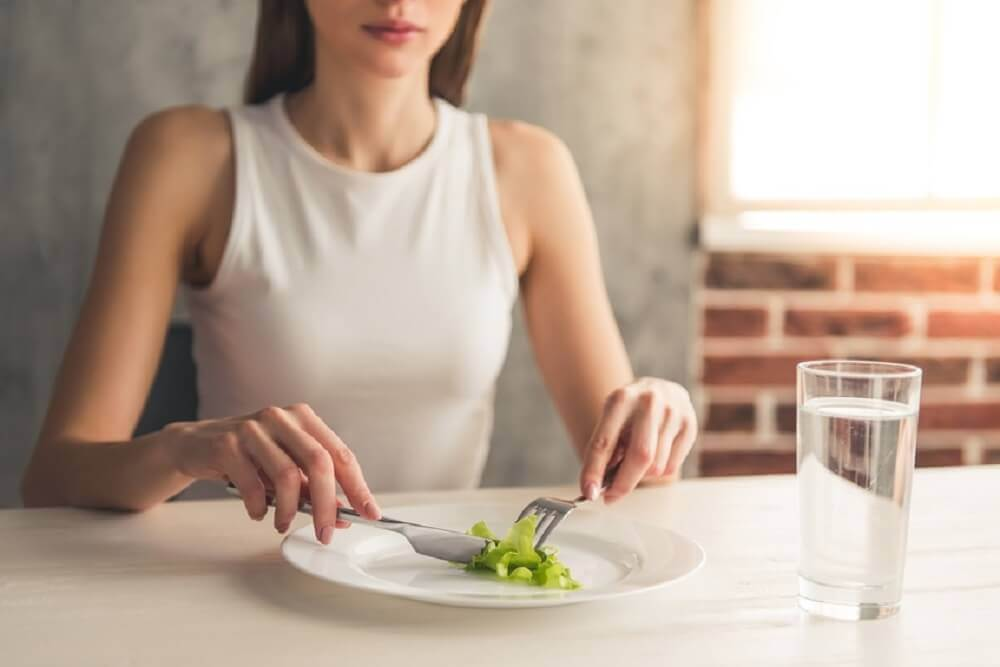 Ne pas sauter de repas pour ne pas avoir faim.