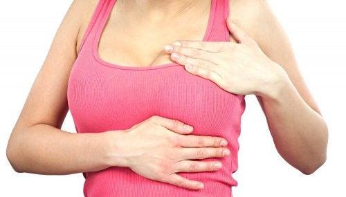 Faire des auto-examen pour détecter le cancer du sein.