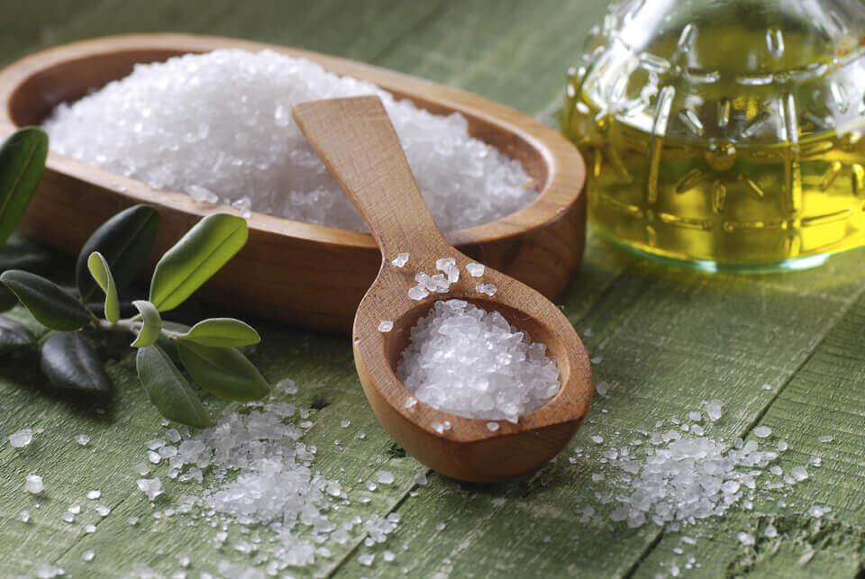 Renforcer les ongles fragiles avec ces 5 remèdes maison : sel marin
