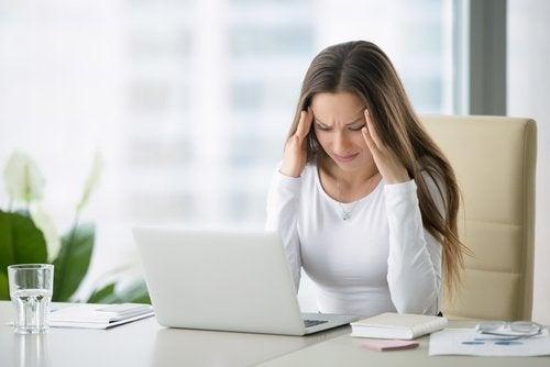 le stress peut provoquer le syndrome de la tête explosive