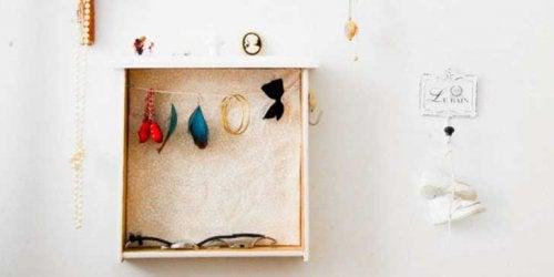 Boîtes pour ranger des accessoires.